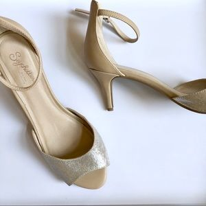 Seychelles Heel Silver Toe Strap Nude Back sz 8.5